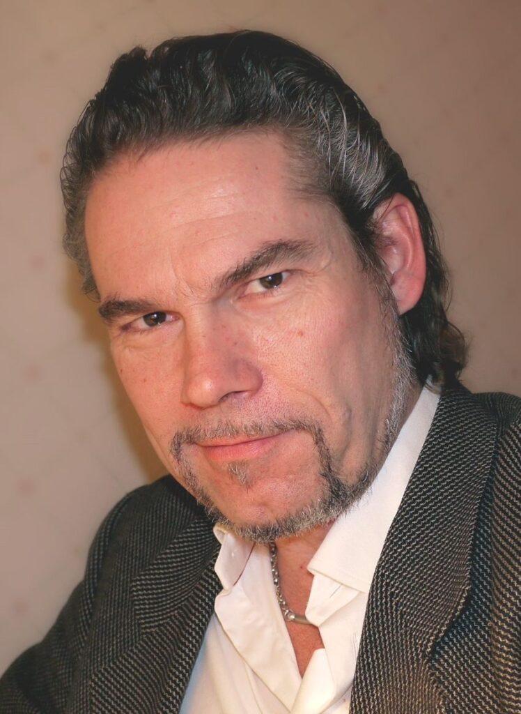 Petri Lindroos, bass