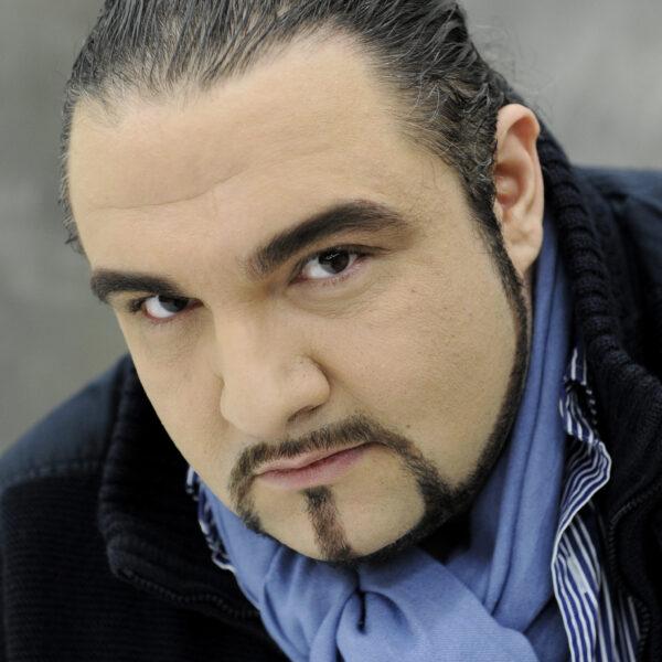 Kiril Manolov, baritone