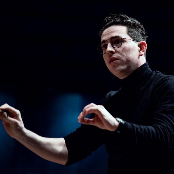 Magnus Larsson, conductor